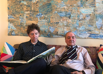 On the sofa with the great man. Photo by Terri.